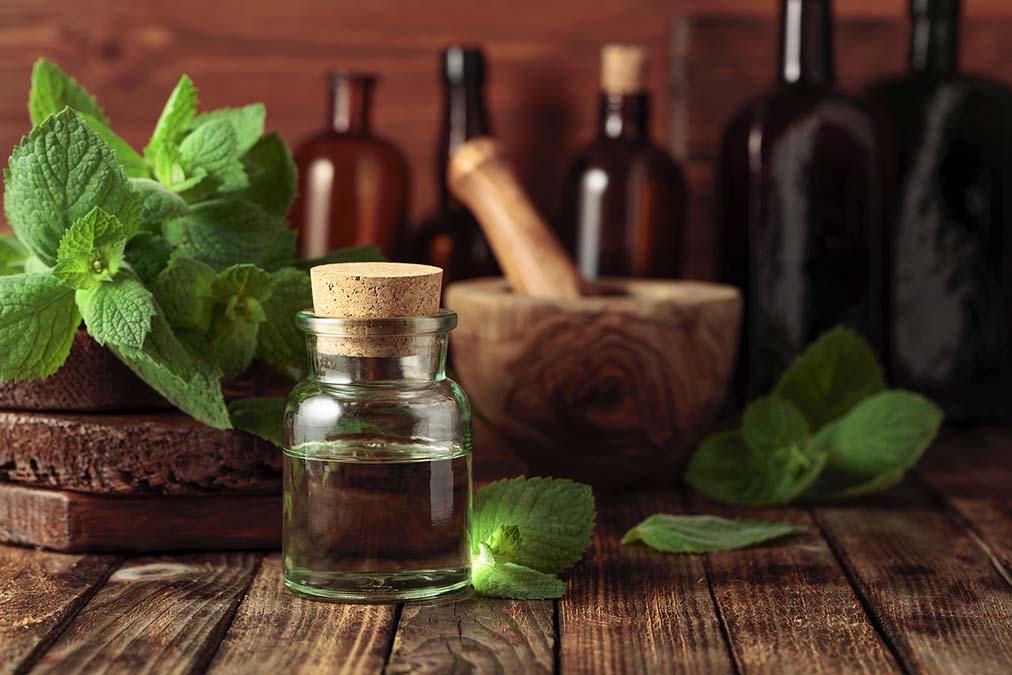These 6 Oils Eliminate Nail Fungus